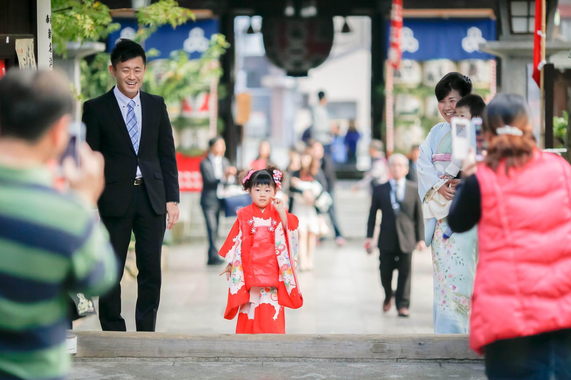 観光客で賑わう櫛田神社