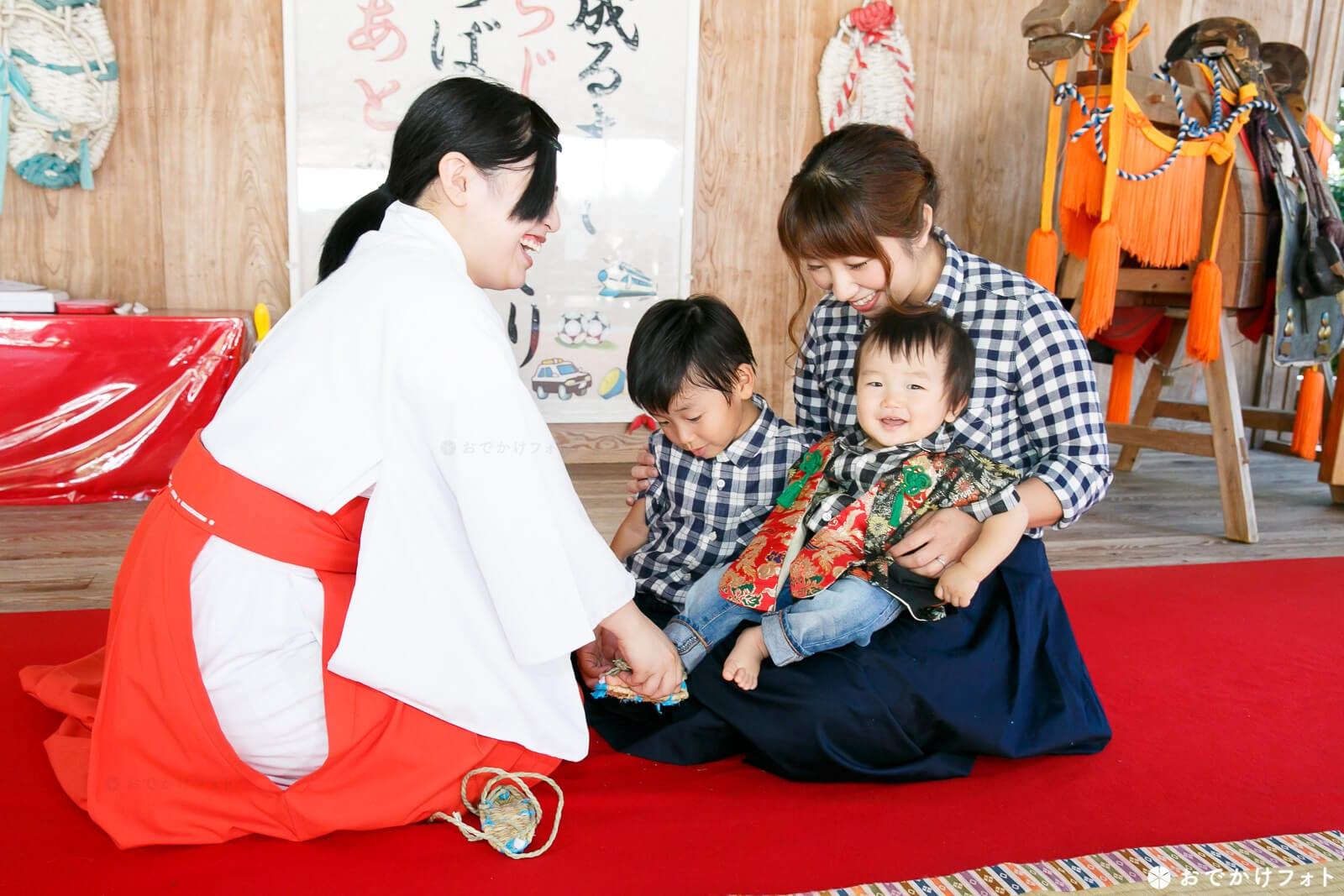 飯盛神社で餅踏み写真のロケーションフォト出張撮影