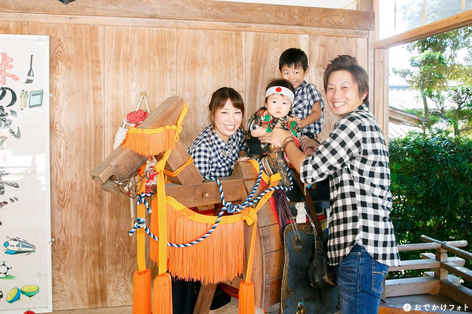 飯盛神社 神楽殿の木馬